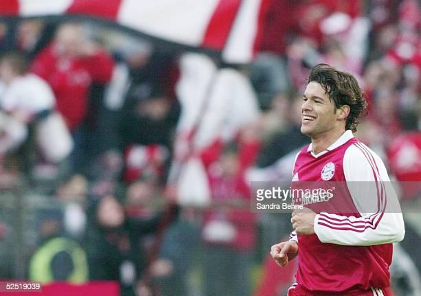 Fussball 1 Bundesliga 03/04 Muenchen FC Bayern Muenchen Borussia Moenchengladbach Jubel Michael BALLACK / Bayern zum 52 270304