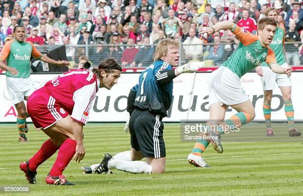Fussball 1 Bundesliga 03/04 Muenchen FC Bayern Muenchen SV Werder Bremen 13 vl Bixente LIZARAZU Torwart Oliver KAHN / beide Bayern Ivan KLASNIC /...