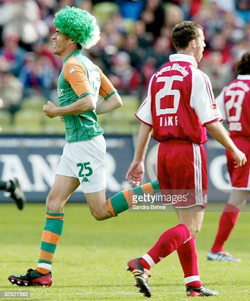 Fussball: 1. Bundesliga 03/04, Muenchen; FC Bayern Muenchen - SV Werder Bremen 1:3; Valerien ISAMEL / Bremen rennt jubelnd ueber den Platz, Thomas...