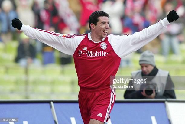 Fussball 1 Bundesliga 03/04 Muenchen FC Bayern Muenchen VfL Wolfsburg Jubel zum 10 durch Roy MAKAAY / Bayern 280204