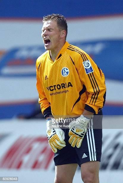 Fussball 1 Bundesliga 03/04 Wolfsburg VfL Wolfsburg FC Schalke 04 Torwart Frank ROST / Schalke 220504