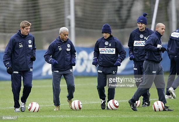 Fussball 1 Bundesliga 04/05 Berlin Hertha BSC Berlin / Training Marko REHMER MARCELINHO Niko KOVAC Josip SIMUNIC Giuseppe REINA 200105