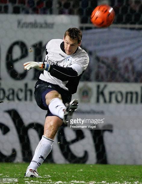 Fussball 1 Bundesliga 04/05 Bielefeld 130205Arminia Bielefeld FC Bayern Muenchen 31Mathias HAIN/Bielefeld