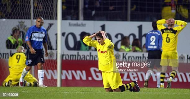 Fussball 1 Bundesliga 04/05 Bielefeld Arminia Bielefeld Borussia Dortmund enttaeuschte Dortmunder nach einer verpassten Torchance 061104