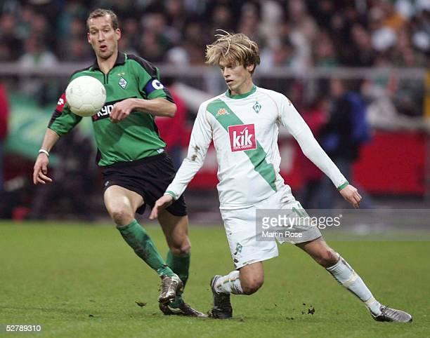 Fussball 1 Bundesliga 04/05 Bremen 120205SV Werder Bremen Borussia MoenchengladbachJeff STRASSER/Gladbach Aaron HUNT/Bremen