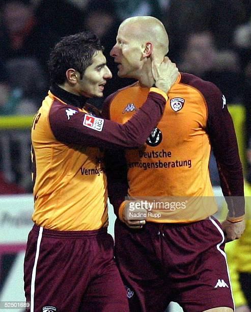 Fussball 1 Bundesliga 04/05 Bremen SV Werder Bremen 1 FC Kaiserslautern 11 Jubel zum 01 Carsten JANCKER / Lautern links Halil ALTINTOP 111204