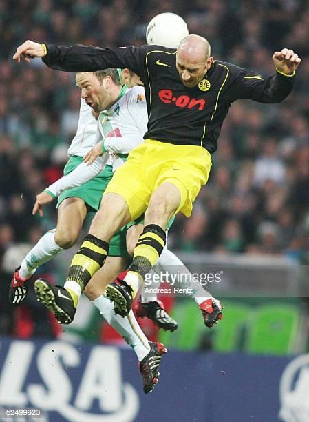 Fussball 1 Bundesliga 04/05 Bremen SV Werder Bremen Borussia Dortmund Fabian ERNST / Bremen Jan KOLLER / Dortmund 271104
