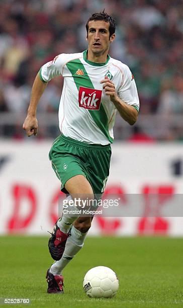 Fussball 1 Bundesliga 04/05 Bremen SV Werder Bremen VfL Wolfsburg 12 Johan MICOUD / Bremen 290804