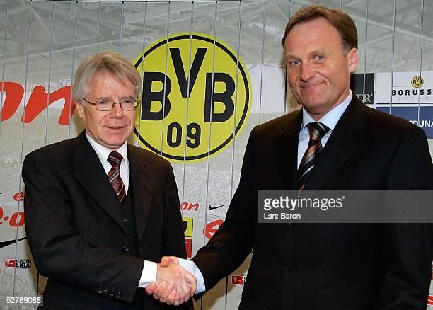Fussball 1 Bundesliga 04/05 Dortmund 150205Borussia Dortmund/PressekonferenzPraesident Reinhold RAUBALL Geschaeftsfuehrer HansJoachim WATZKE
