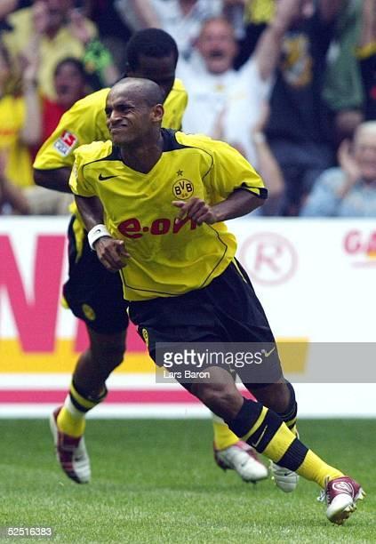 Fussball 1 Bundesliga 04/05 Dortmund Borussia Dortmund VfL Wolfsburg Jubel zum 10 Torschuetze EWERTHON hinter ihm EVANILSON / BVB 070804