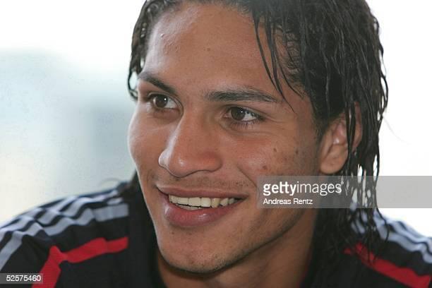 Fussball 1 Bundesliga 04/05 Dubai FC Bayern Muenchen / Trainingslager Paolo GUERRERO 070105