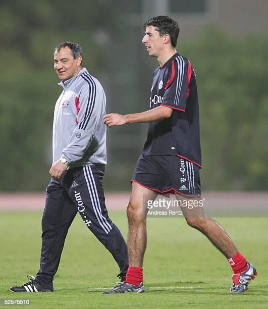 Fussball 1 Bundesliga 04/05 Dubai FC Bayern Muenchen / Trainingslager Trainer Felix MAGATH Roy MAKAAY 080105