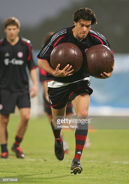 Fussball 1 Bundesliga 04/05 Dubai FC Bayern Muenchen / Trainingslager Michael BALLACK 080105