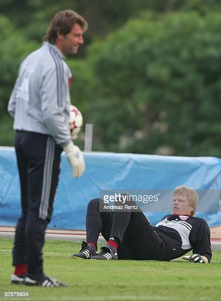 Fussball 1 Bundesliga 04/05 Dubai FC Bayern Muenchen / Trainingslager Torwart Trainer Bernd DREHER Torwart Oliver KAHN 110105