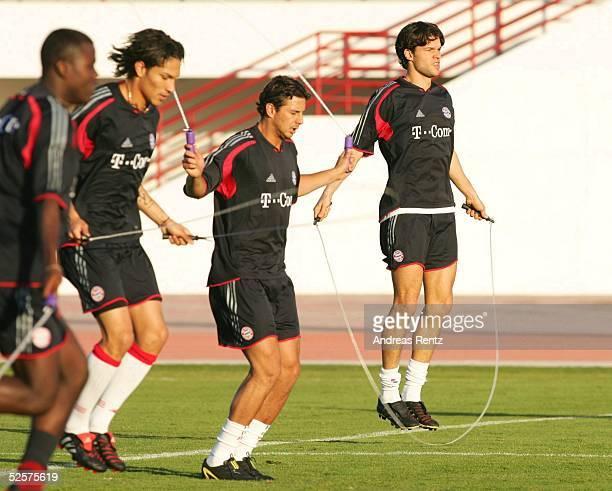 Fussball 1 Bundesliga 04/05 Dubai FC Bayern Muenchen / Trainingslager GUERRO Claudio PIZARRO Michael BALLACK 060105