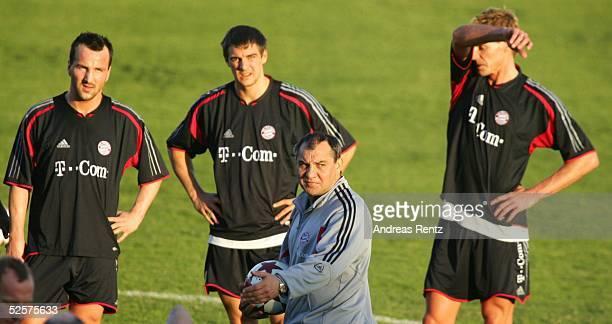 Fussball 1 Bundesliga 04/05 Dubai FC Bayern Muenchen / Trainingslager Jens JEREMIES Sebastian DEISLER Trainer Felix MAGATH Alexander ZICKLER 060105