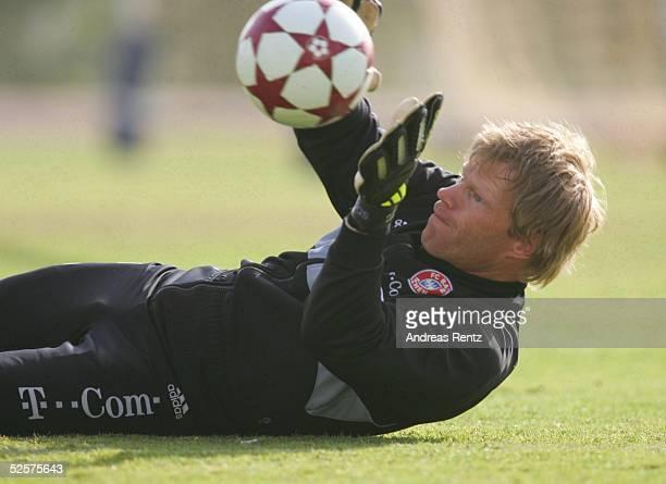 Fussball 1 Bundesliga 04/05 Dubai FC Bayern Muenchen / Trainingslager / Training Torwart Oliver KAHN 130105