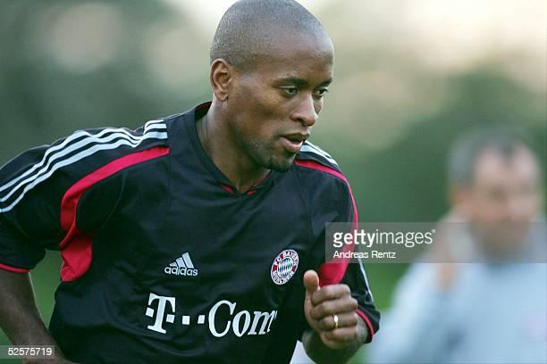 Fussball 1 Bundesliga 04/05 Dubai FC Bayern Muenchen / Trainingslager Ze ROBERTO 070105