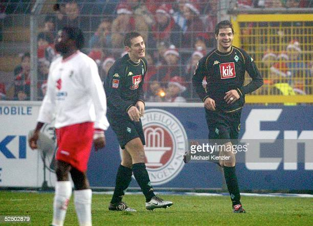 Fussball 1 Bundesliga 04/05 Freiburg SC Freiburg Werder Bremen 06 Jubel nach Tor zum 03 Miroslav KLOSE / Bremen Angelos CHARISTEAS / Bremen Boubacar...