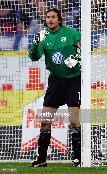 Fussball 1 Bundesliga 04/05 Gelsenkirchen 120205FC Schalke 04 VfL WolfsburgTorwart Simon JENTZSCH/VFL