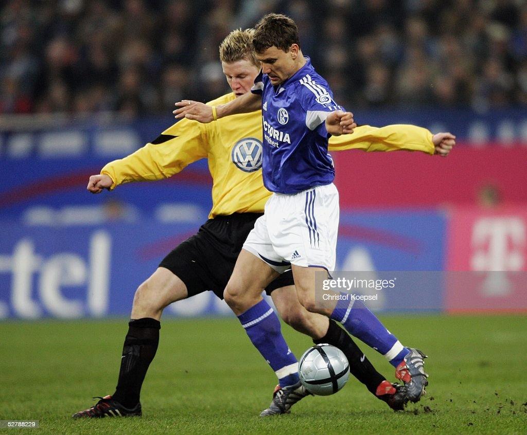 FB: 1. Bundesliga 04/05, FC Schalke 04 - VfL Wolfsburg : News Photo