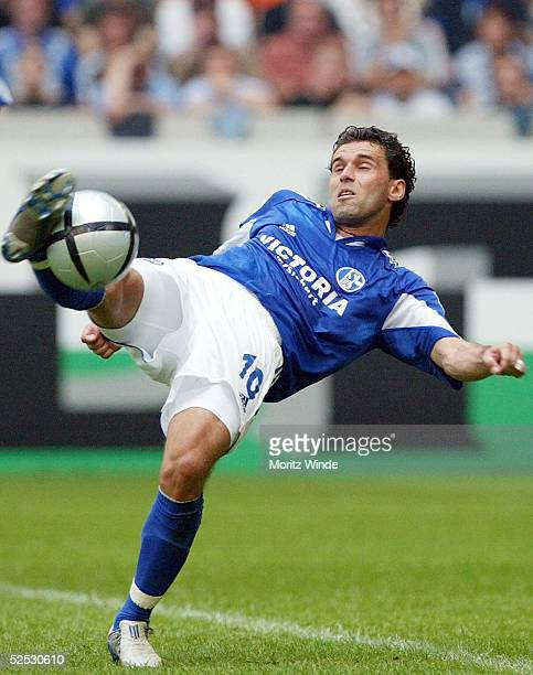 Fussball 1 Bundesliga 04/05 Gelsenkirchen FC Schalke 04 1 FC Kaiserslautern 21 LINCOLN / Schalke 140804