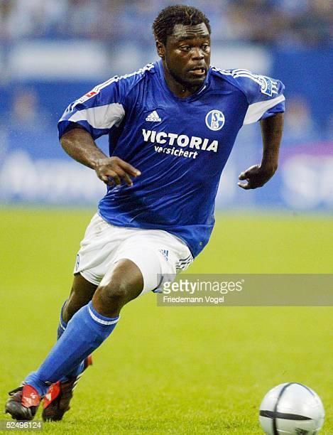 Fussball 1 Bundesliga 04/05 Gelsenkirchen FC Schalke 04 FSV Mainz 05 Gerald ASAMOAH / Schalke 241004