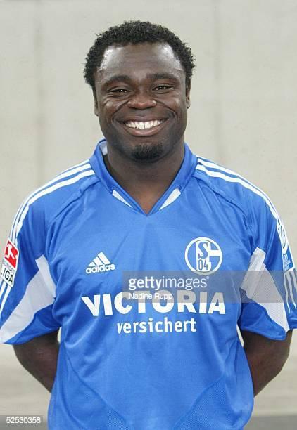 Fussball 1 Bundesliga 04/05 Gelsenkirchen FC Schalke 04 Gerald ASAMOAH 020704