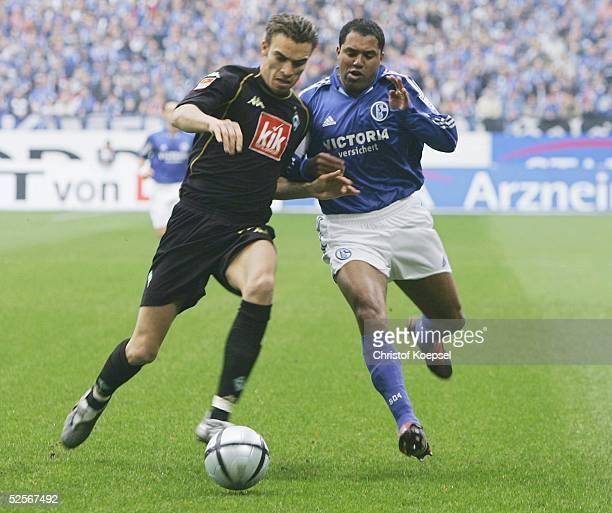 Fussball 1 Bundesliga 04/05 Gelsenkirchen FC Schalke 04 Werder Bremen 21 AILTON / Schalke Ismael VALERIEN / Bremen 220105