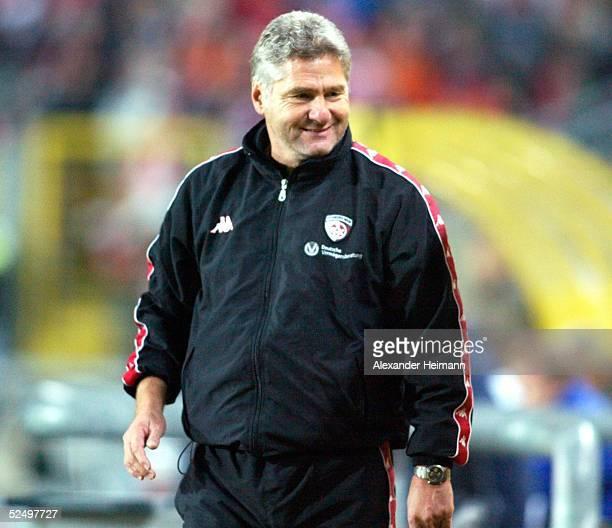 Fussball: 1. Bundesliga 04/05, Kaiserslautern; 1. FC Kaiserslautern - Arminia Bielefeld 2:1; Trainer Kurt JARA / Kaiserslautern 31.10.04.