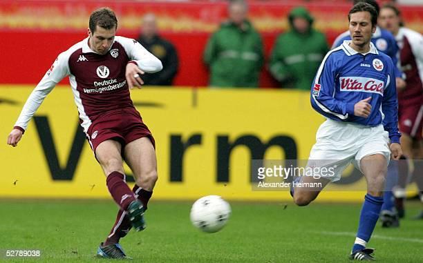 Fussball 1 Bundesliga 04/05 Kaiserslautern 1202051 FC Kaiserslautern FC Hansa RostockJochen SEITZ Tor zum 10 Kaiserslautern Marcus LANTZ Rostock