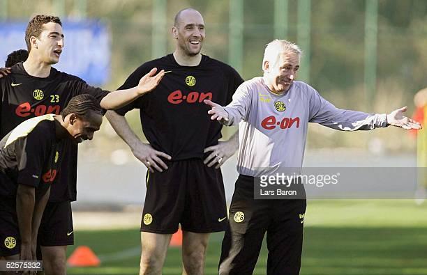 Fussball 1 Bundesliga 04/05 Kemer Borussia Dortmund / Trainingslager / Training Gute Stimmung EVANILSON Ahmed MADOUNI Jan KOLLER Trainer Bert van...