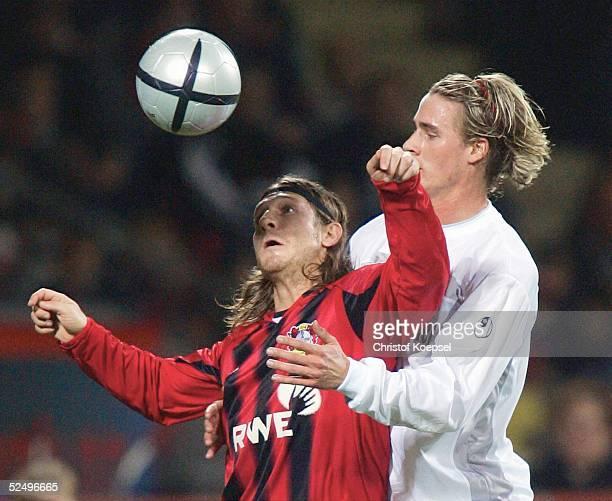 Fussball: 1. Bundesliga 04/05, Leverkusen; Bayer 04 Leverkusen - Arminia Bielefeld; Andrey VORONIN / Leverkusen, Matthias LANGKAMP / Bielefeld...