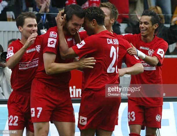 Fussball 1 Bundesliga 04/05 Mainz FSV Mainz 05 Borussia Dortmund 11 Jubel nach dem 11 Niclas WEILAND Torschuetze Benjamin AUER Antonio DA SILVA...