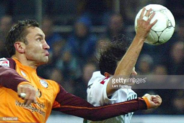 Fussball: 1. Bundesliga 04/05, Moenchengladbach; Borussia Moenchengladbach - 1. FC Kaiserslautern 2:0; Tor zum 1:0 durch Oliver NEUVILLE / Gladbach ,...
