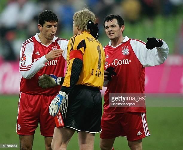 Fussball : 1. Bundesliga 04/05, Muenchen, 05.02.05;FC Bayern Muenchen - Bayer 04 Leverkusen 2:0;Roy MAKAAY und Willy SAGNOL beglueckwuenschen Oliver...