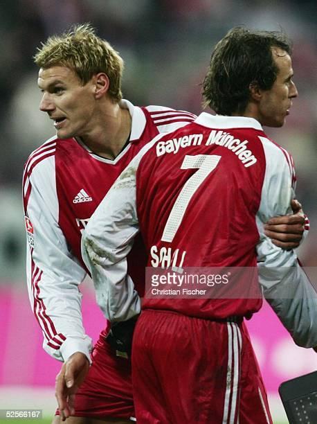 Fussball 1 Bundesliga 04/05 Muenchen FC Bayern Muenchen Hamburger SV 30 Alexander ZICKLER / Bayern vor seiner ersten Einwechslung gegen Mehmet SCHOLL...