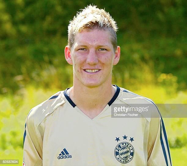 Fussball 1 Bundesliga 04/05 Muenchen FC Bayern Muenchen Mannschaftsportraits Portrait Bastian SCHWEINSTEIGER 210704