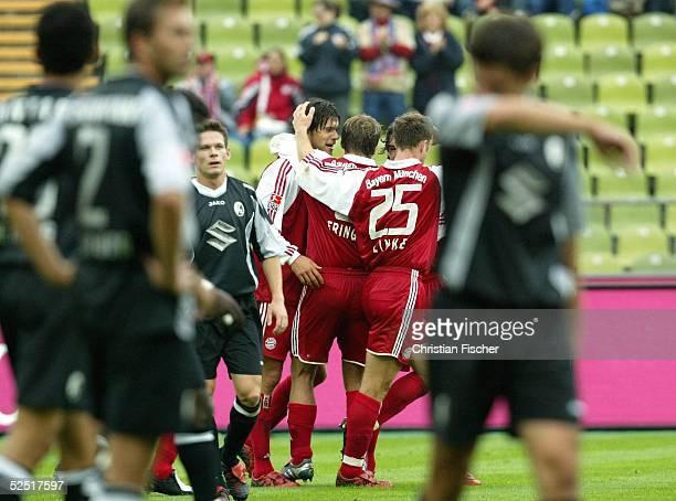 Fussball 1 Bundesliga 04/05 Muenchen FC Bayern Muenchen SC Freiburg 31 Jubel Michael BALLACK Thomas LINKE und Torsten FRINGS / Muenchen jubeln uber...