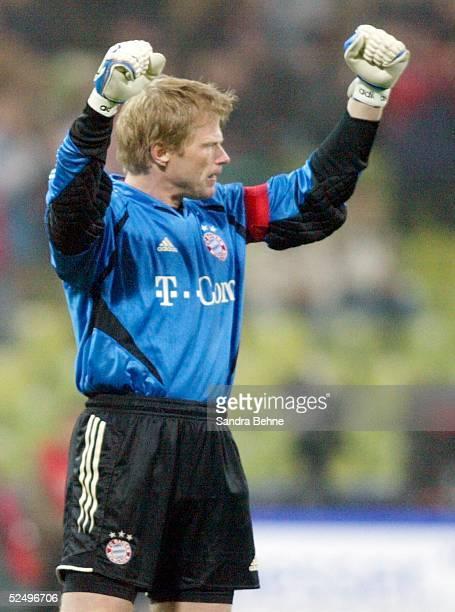 Fussball 1 Bundesliga 04/05 Muenchen FC Bayern Muenchen VfL Wolfsburg Jubel zum 10 Torwart Oliver KAHN / Bayern 261004
