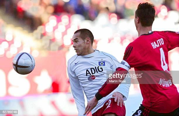 Fussball 1 Bundesliga 04/05 Nuernberg 0502051 FC Nuernberg Hamburger SVNaohiro TAKAHARA/HSV Tomasz HAJTO/NUERNBERG
