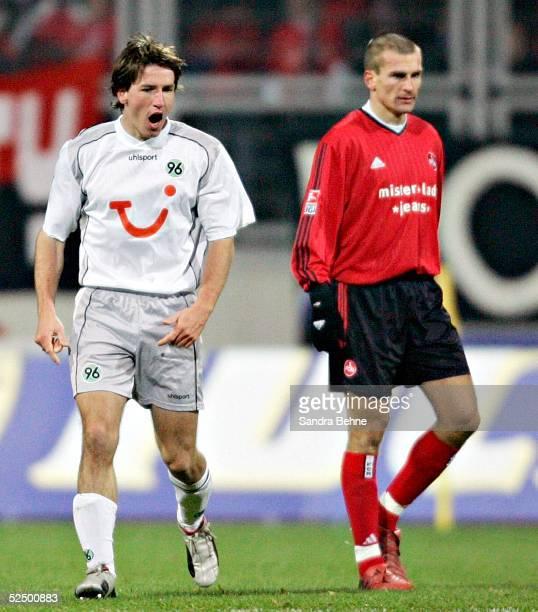 Fussball 1 Bundesliga 04/05 Nuernberg 1 FC Nuernberg Hannover 96 11 Jubel zum 01 Daniel STENDEL / H96 Marek NIKL / Nuernberg 211104