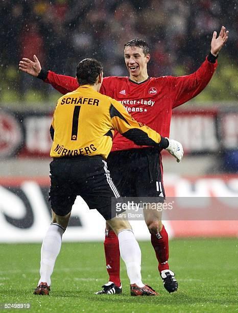 Fussball 1 Bundesliga 04/05 Nuernberg 1 FC Nuernberg VfL Wolfsburg 40 Jubel zum 20 Torwart Raphael SCHAEFER und Torschuetze Marek MINTAL / FCN 061104