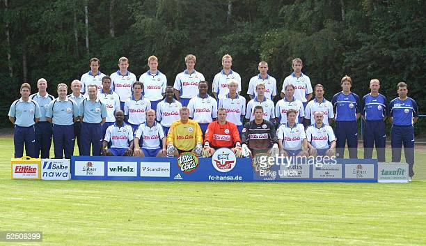 Fussball 1 Bundesliga 04/05 Rostock FC Hansa Rostock Hintere Reihe von links Antonio DI SALVO Denis LAPACZINSKI Uwe MOEHRLE Marco VORBECK Kim MADSEN...