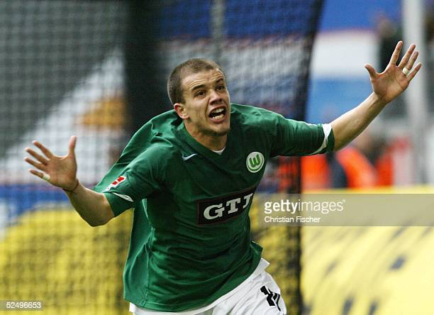 Fussball 1 Bundesliga 04/05 Wolfsburg VfL Wolfsburg VfL Bochum Jubel Andres D'ALESSANDRO / Wolfsburg ueber das 30 231004