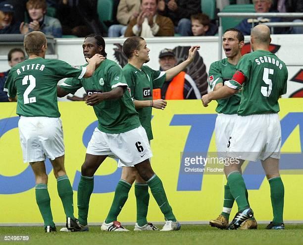 Fussball 1 Bundesliga 04/05 Wolfsburg VfL Wolfsburg VfL Bochum Jubel nach dem 10 Thomas RYTTER Pablo THIAM Andres D'ALESSANDRO Martin PETROV Stefan...
