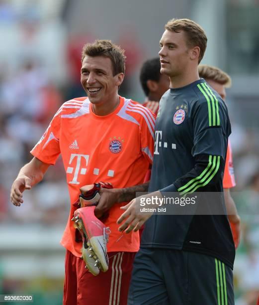 Saison 2012/2013 1 Spieltag SpVgg Greuther Fuerth FC Bayern Muenchen Mario Mandzukic mit Torwart Manuel Neuer