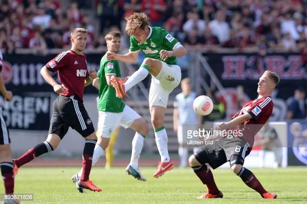 Fussball 1 Bundesliga Saison 2012/2013 34 Spieltag Nuernberg SV Werder Bremen Clemens Fritz gegen Sebastian Polter und Tomas Pekhart