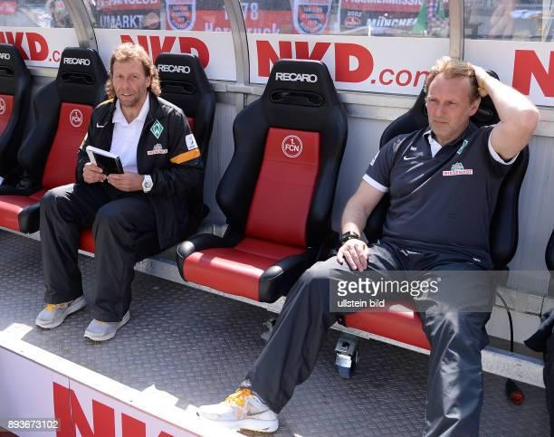 Fussball 1 Bundesliga Saison 2012/2013 34 Spieltag Nuernberg SV Werder Bremen Trainerbank / Ersatzbank des SV Werder Bremen vor dem Spiel Trainer...