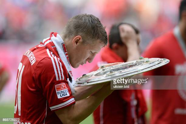 Fussball 1 Bundesliga Saison 2012/2013 34 Spieltag FC Bayern Muenchen FC Augsburg JUBEL Deutscher Meister 2012/2013 FC Bayern Muenchen Bastian...